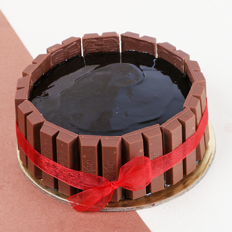 The best combination is when two loves, that is, chocolate and cake come together. Gift this KitKat Cake to a loved one to surprise them.